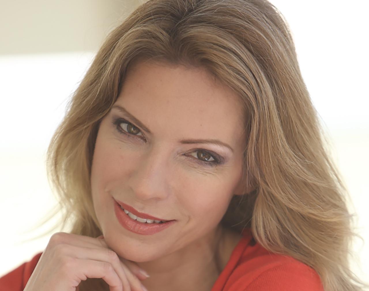 Elena Bishton HEADSHOT (A)